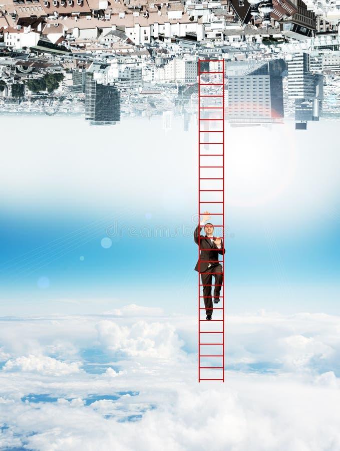 Affärsman som upp klättrar stegen royaltyfria foton