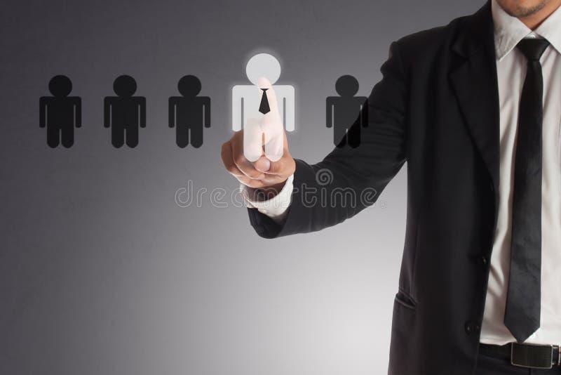 Affärsman som väljer den högra partnern från många kandidater arkivfoto