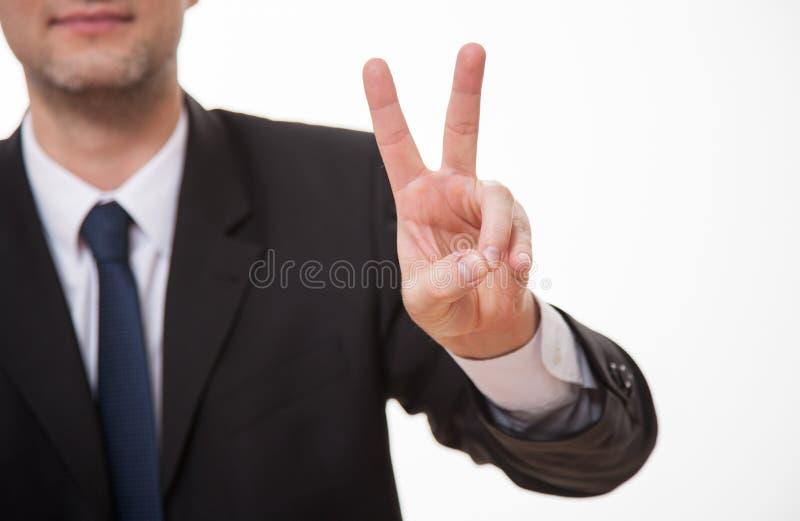 Affärsman som visar ett tecken av segern arkivbilder