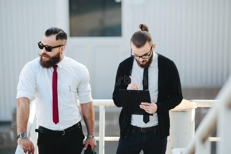 Affärsman två på arbete arkivfoton