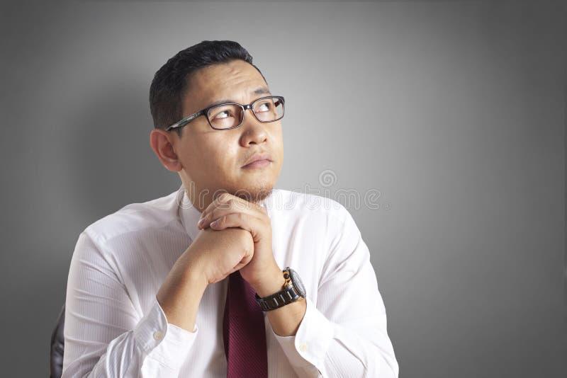 Affärsman Wondering Something, tänkande gest royaltyfria foton