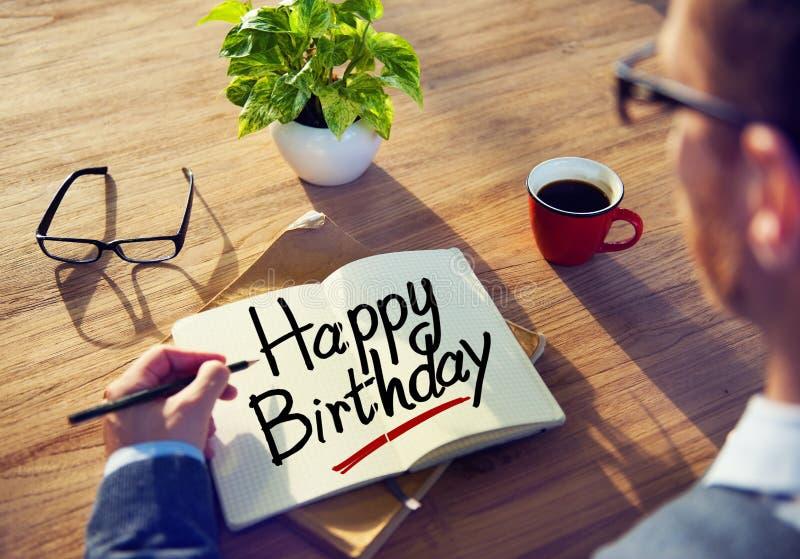 Affärsman Writing den lyckliga födelsedagen för ord royaltyfria foton