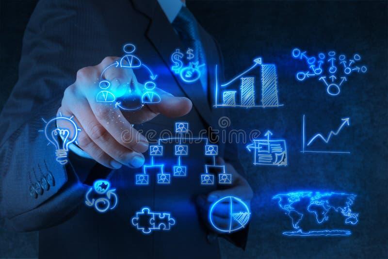 Affärsmanhandpunkter till affärsstrategi arkivbild