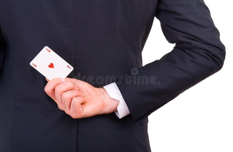 Affärsmaninnehav som spelar kortet bak hans baksida. arkivfoto