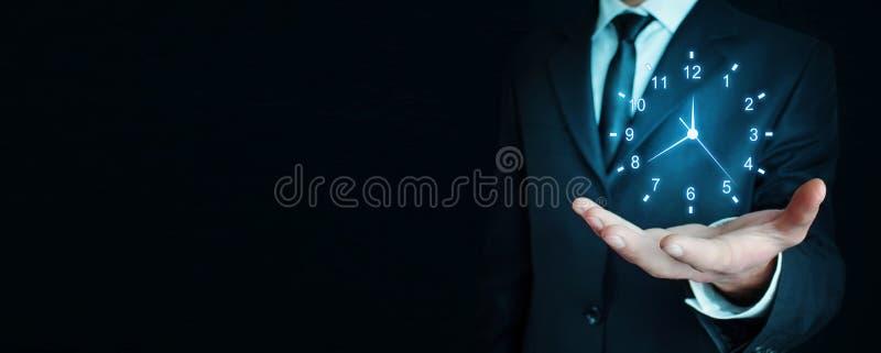 Affärsmaninnehav tar tid på royaltyfri bild