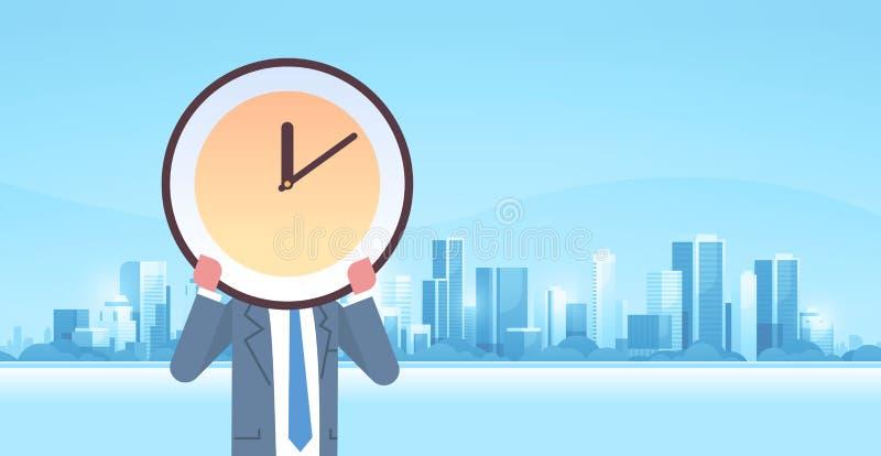 Affärsmaninnehavklocka framme av staden för begrepp för effektivitet för affär för stopptid för ledning för effektiv tid  royaltyfri illustrationer