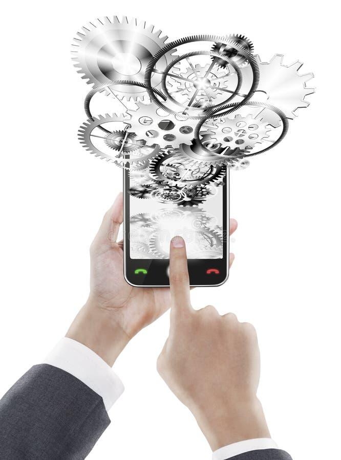 affärsmankugghjultelefon som trycker på det smart hjulet arkivfoton