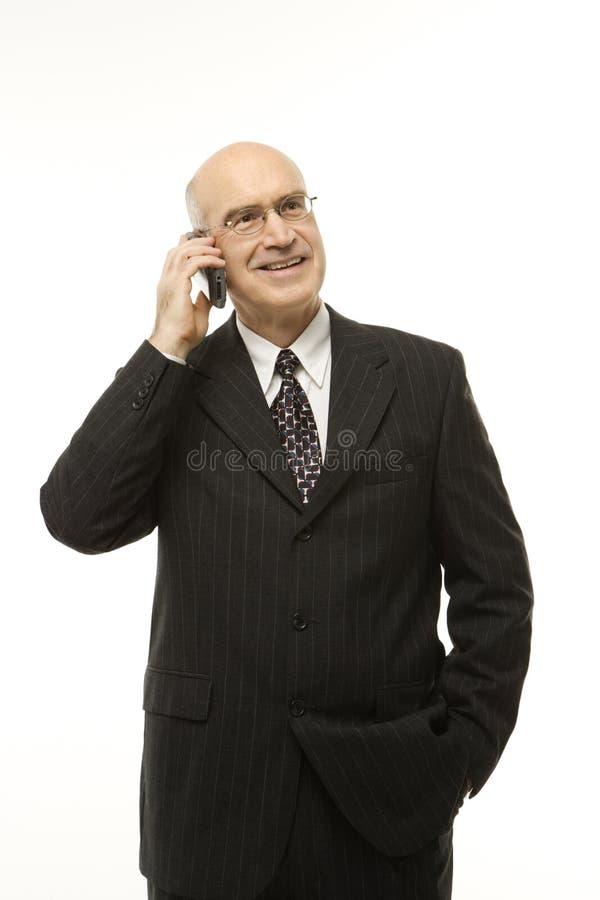 affärsmanmobiltelefon royaltyfri foto