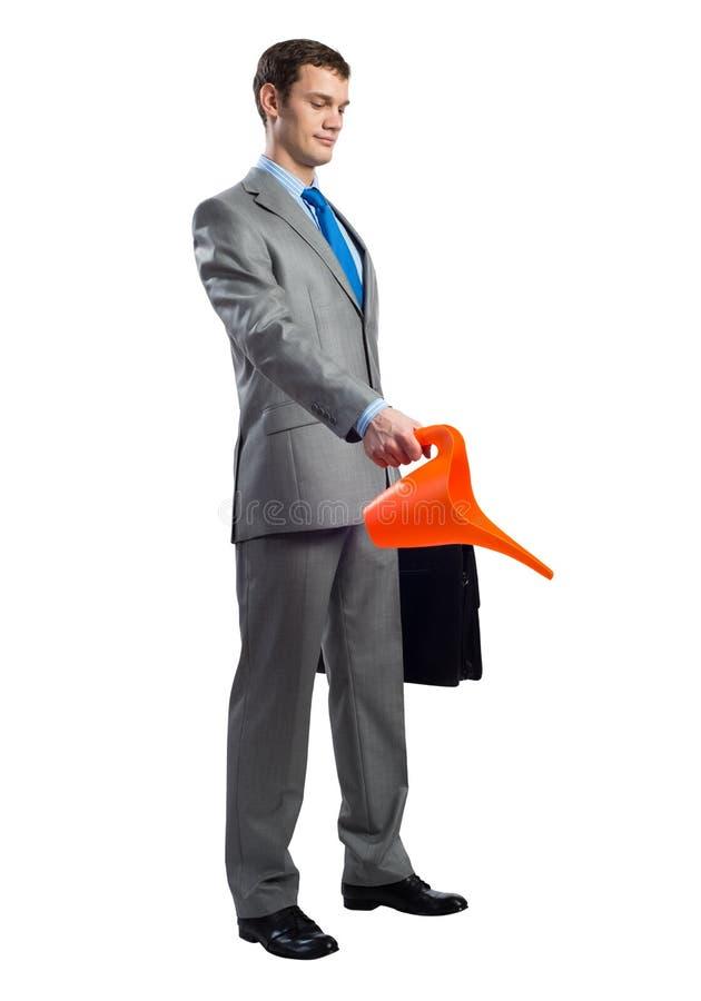 Affärsmannen bär i grå dräkt royaltyfri bild