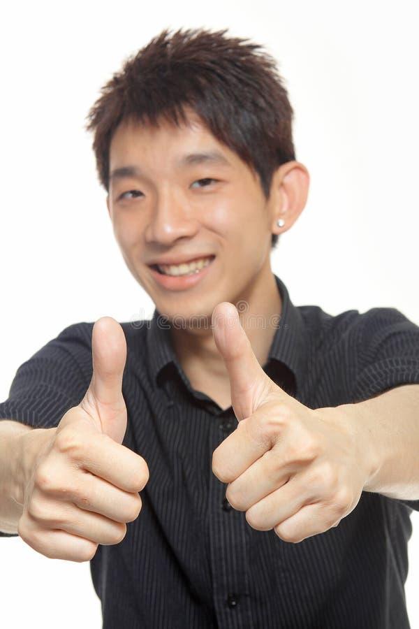 Affärsmannen ger dig en utmärkt gest. royaltyfri foto