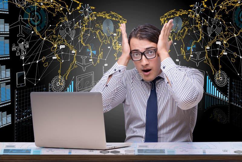 Affärsmannen i data som bryter begrepp med bärbara datorn arkivfoton