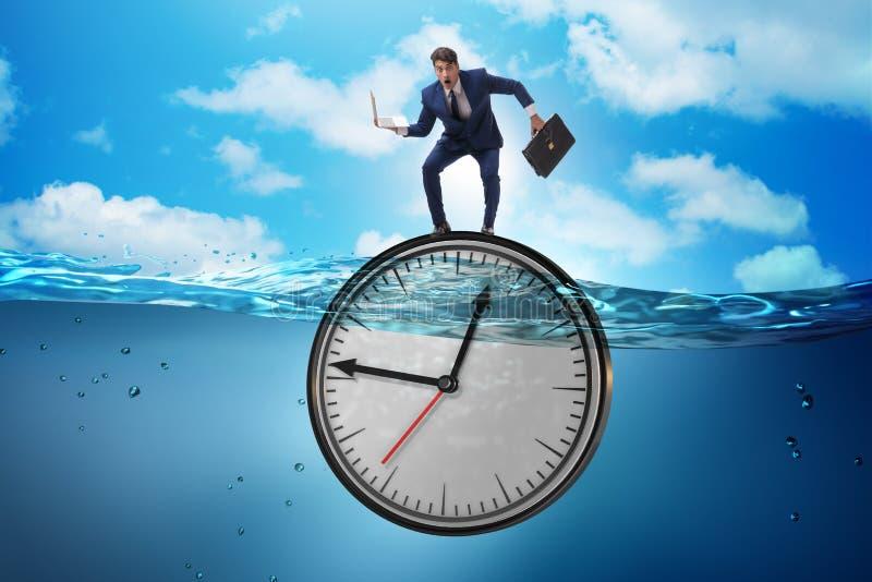 Affärsmannen i stopptid- och tidledningbegrepp arkivbild