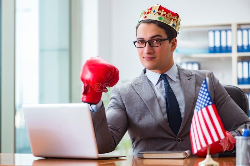 Affärsmannen med amerikanska flaggan i regeringsställning fotografering för bildbyråer