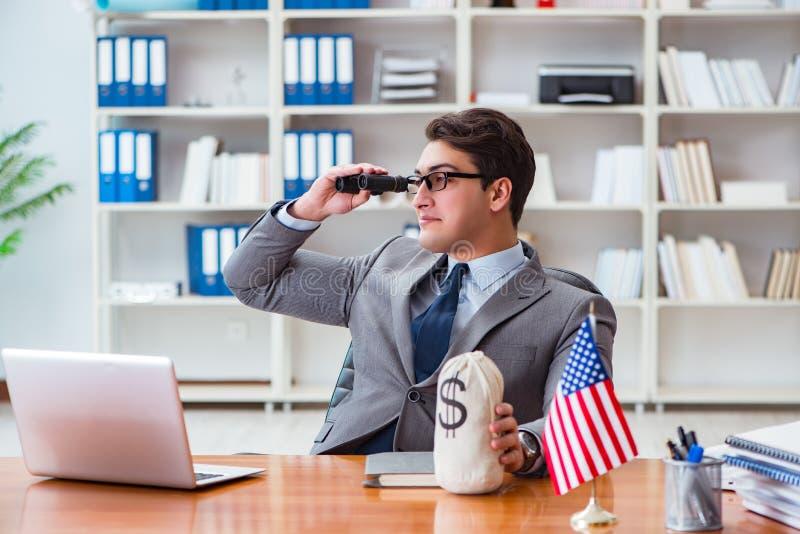 Affärsmannen med amerikanska flaggan i regeringsställning arkivbild