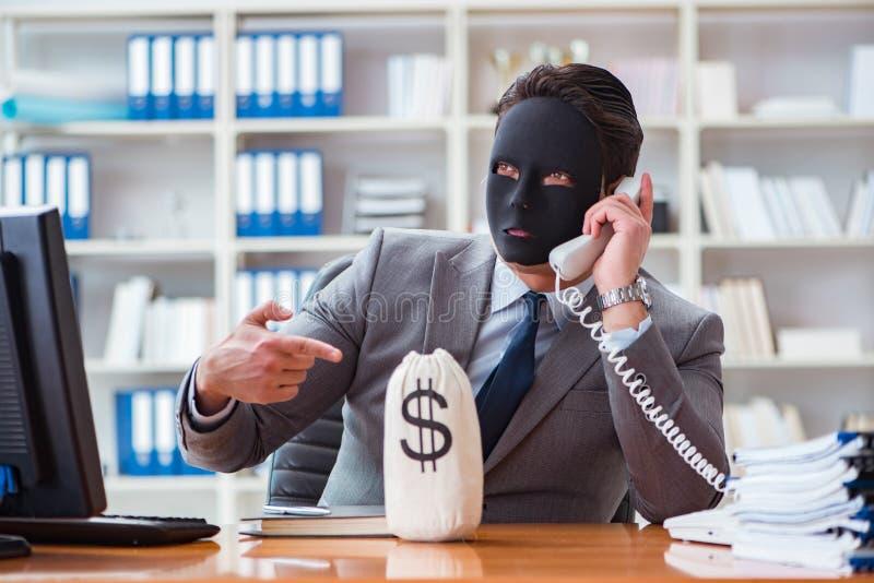 Affärsmannen med hyckleribegrepp för maskering i regeringsställning royaltyfri bild