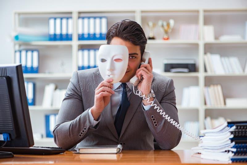 Affärsmannen med hyckleribegrepp för maskering i regeringsställning royaltyfria foton