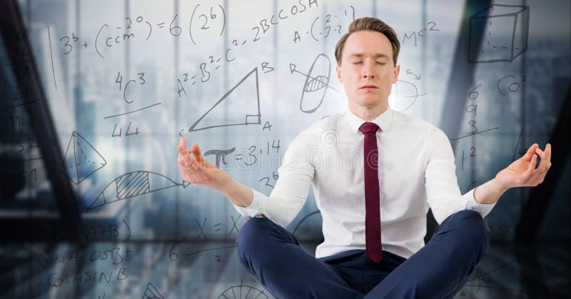 Affärsmannen mot blått fönster och matematik klottrar royaltyfri bild