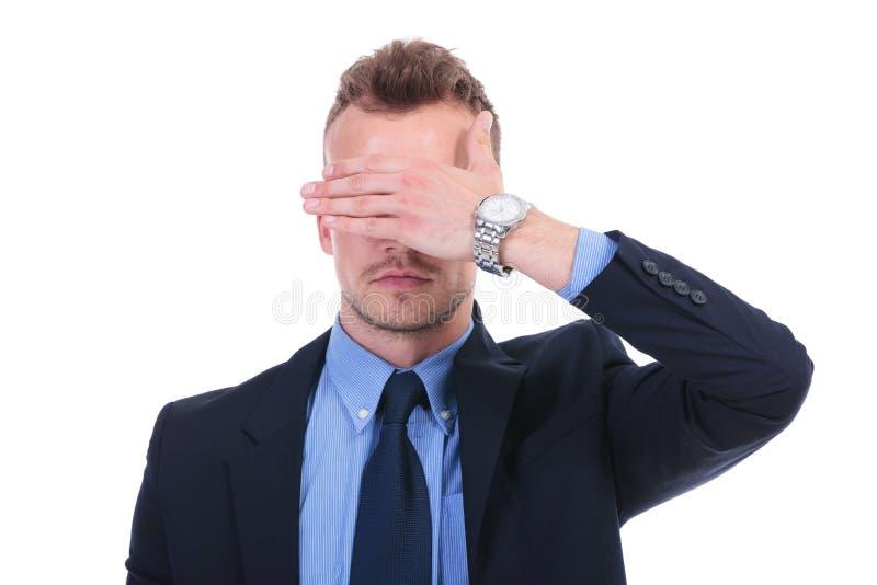 Affärsmannen ser ingen ondska arkivfoton