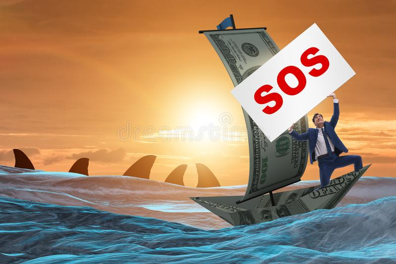 Affärsmannen som frågar för hjälp med sos-meddelandet på fartyget royaltyfria bilder