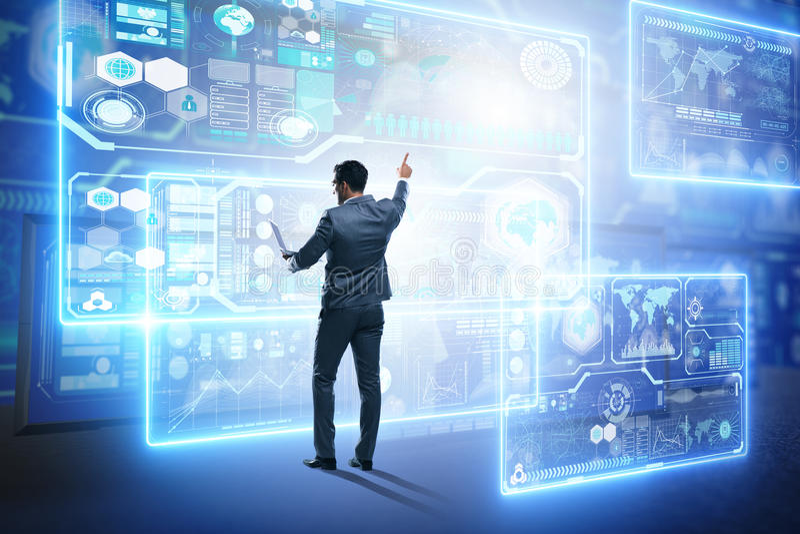 Affärsmannen som söker för stora data arkivbilder