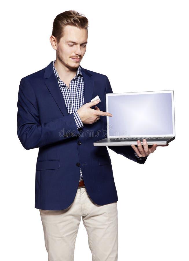Affärsmannen visar något på en dator arkivfoton