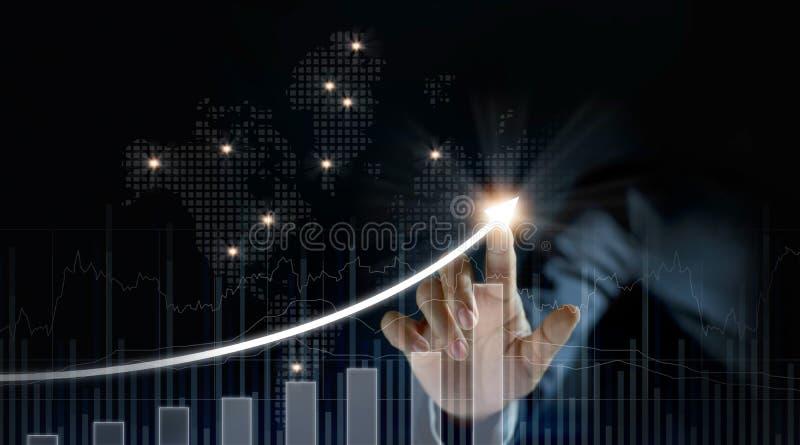 Affärsmanplantillväxt och förhöjning av positiva indikatorer royaltyfria bilder