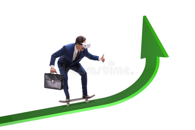Affärsmanridningskateboard på finansiell graf fotografering för bildbyråer