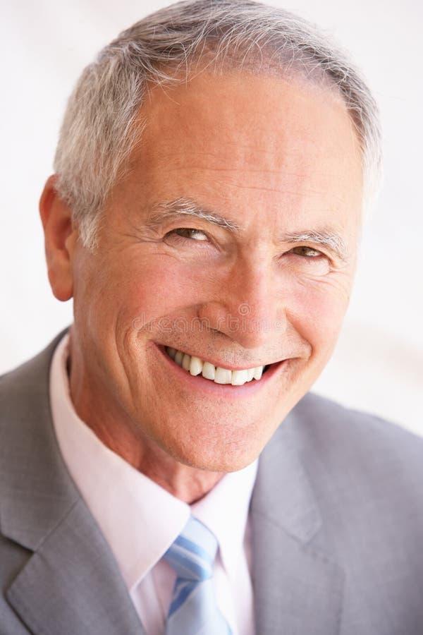 affärsmanståendepensionär royaltyfri fotografi