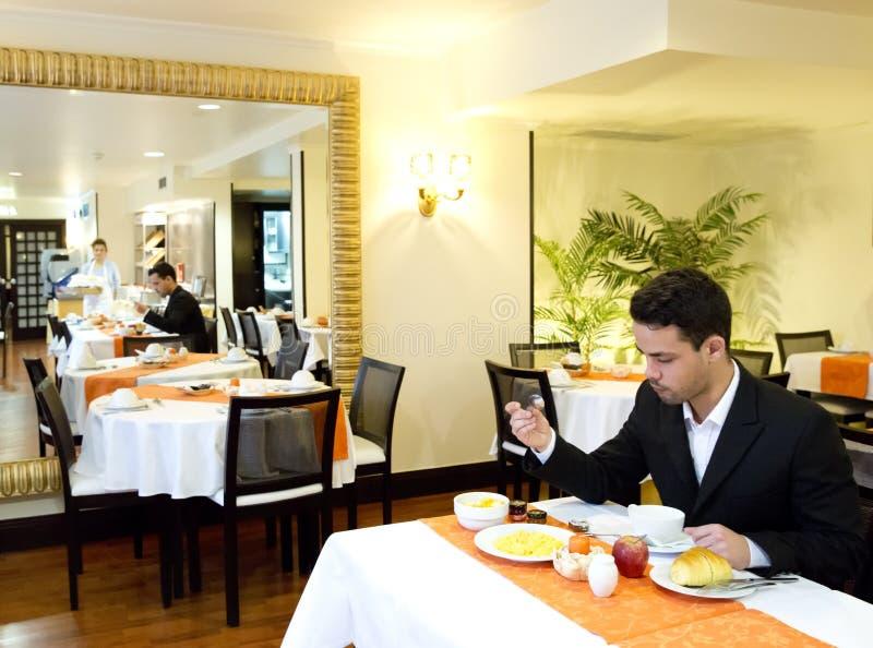 Affärsmantagandefrukost i hotell royaltyfri fotografi