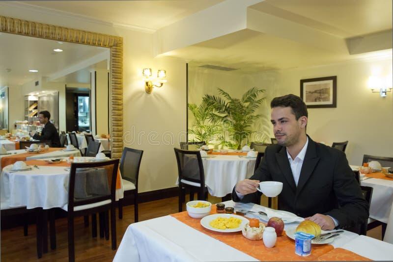 Affärsmantagandefrukost i hotell royaltyfri foto