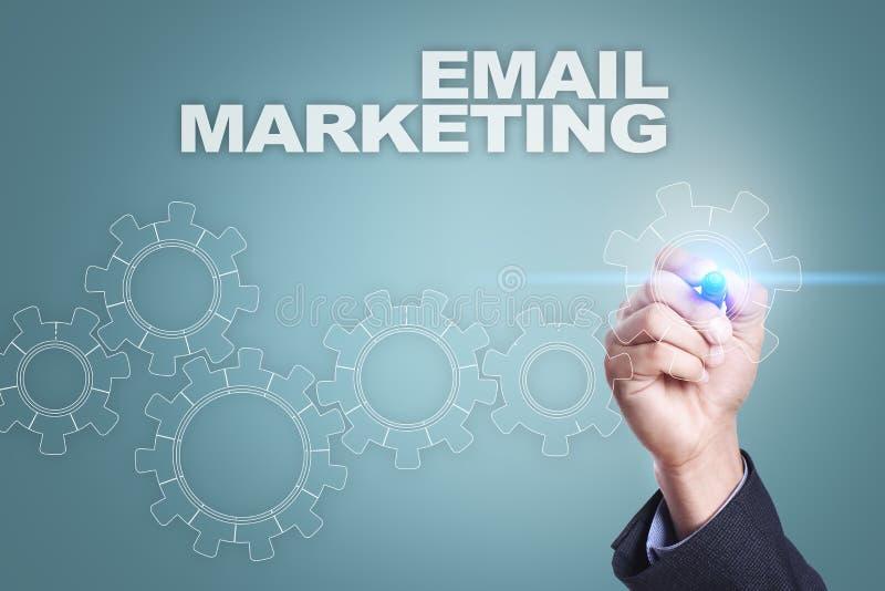 Affärsmanteckning på den faktiska skärmen Emailmarknadsföringsbegrepp royaltyfri foto