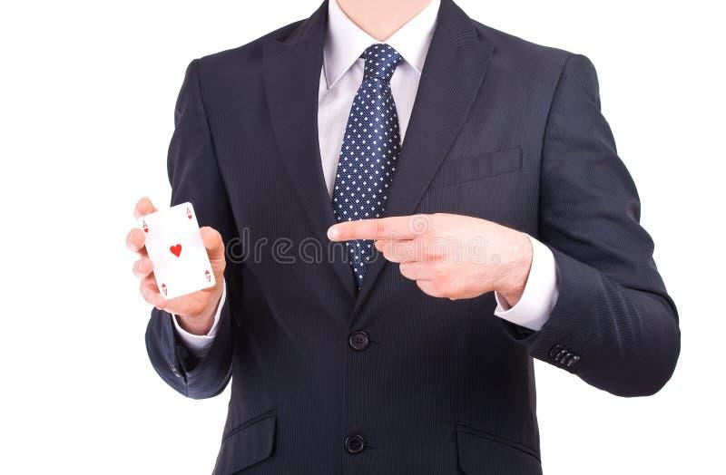 Affärsmanvisning som spelar kortet. arkivbild