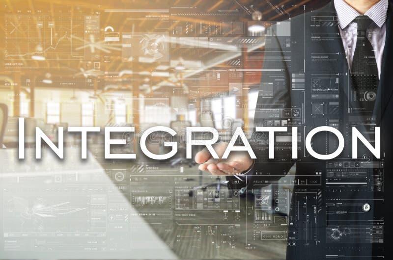 Affärsmanvisningtext vid hans hand: Integration arkivbild