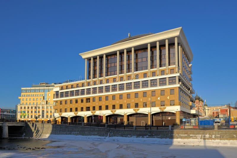 Affärsmitt Baltschug - Plaza fotografering för bildbyråer