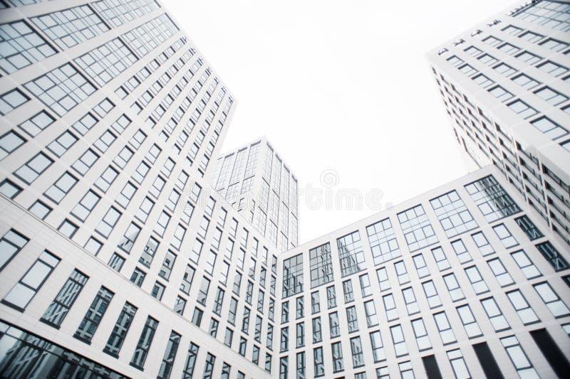 Affärsmitt i de nya fjärdedelarna av staden fotografering för bildbyråer
