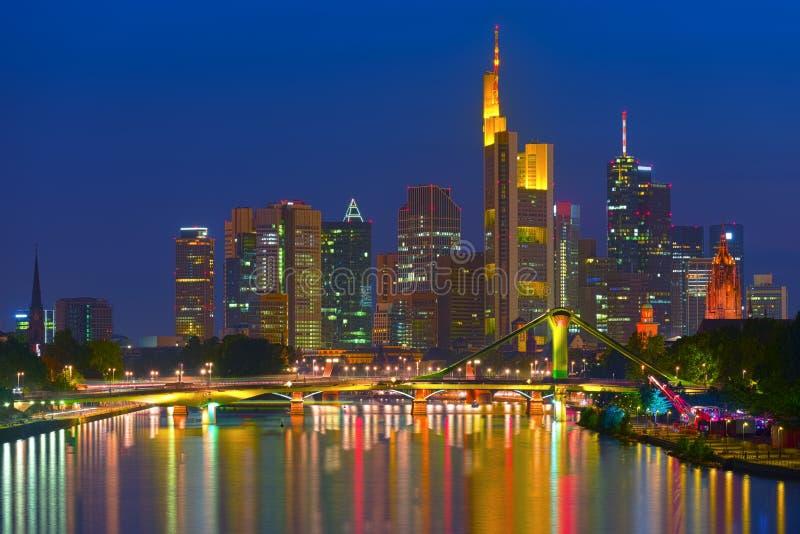 Affärsområde i Frankfurt - f.m. - strömförsörjning royaltyfri bild