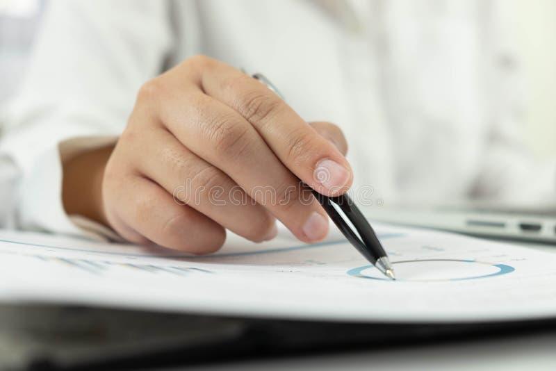 Affärsredovisning redovisa och revidera undervisning Konsulterande arbete arkivfoto