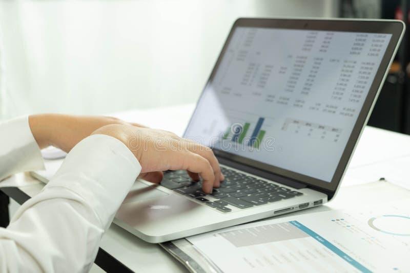 Affärsredovisning redovisa och revidera undervisning Konsulterande arbete arkivbild