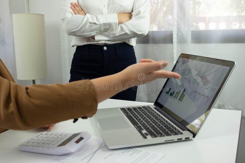Affärsredovisning redovisa och revidera undervisning Konsulterande arbete arkivfoton