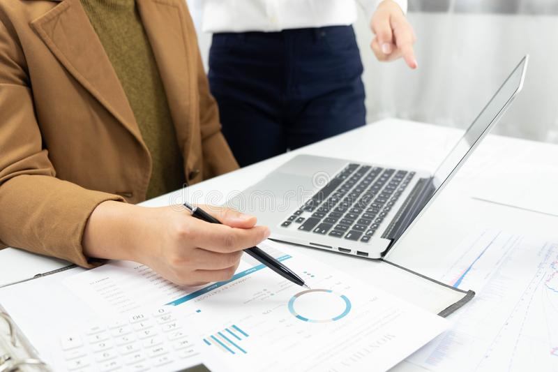 Affärsredovisning redovisa och revidera undervisning Konsulterande arbete royaltyfri bild