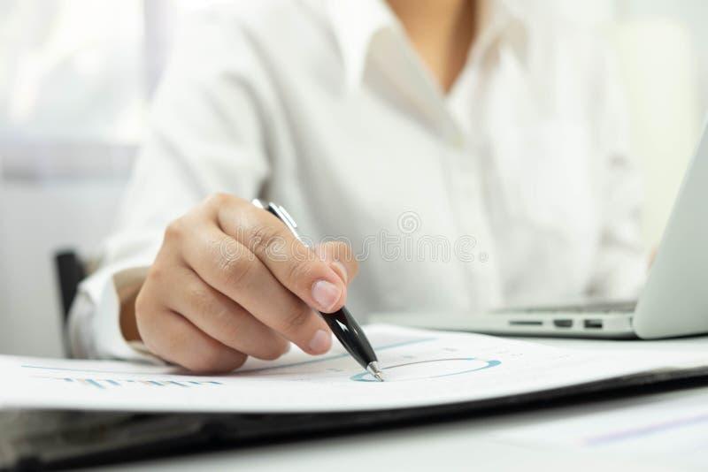 Affärsredovisning redovisa och revidera undervisning Konsulterande arbete royaltyfria bilder