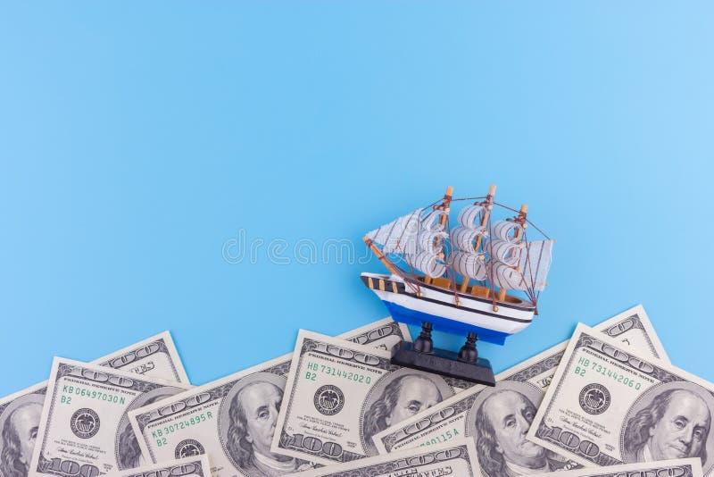 Affärsskepp i bra soligt vatten royaltyfria bilder