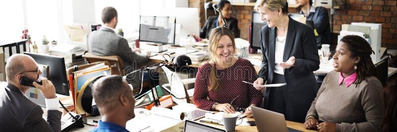 AffärsTeam Discussion Team Customer Service begrepp royaltyfria bilder