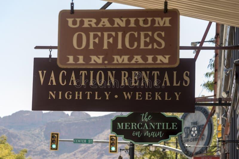 Affärstecken norr Main Street Moab Utah arkivbilder