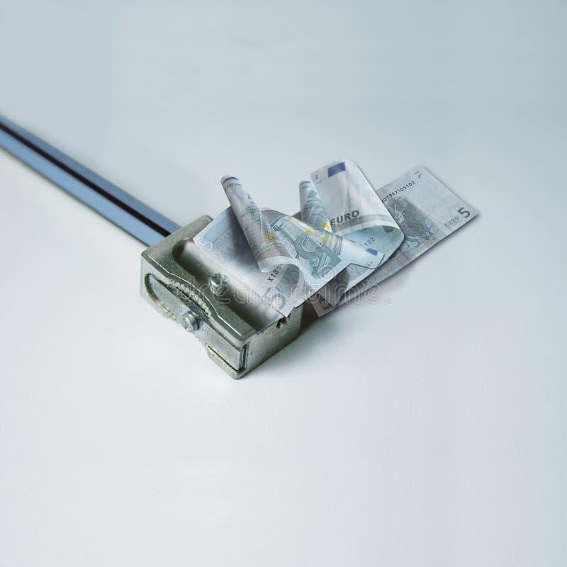 Affûteuse avec la facture de l'euro cinq image libre de droits