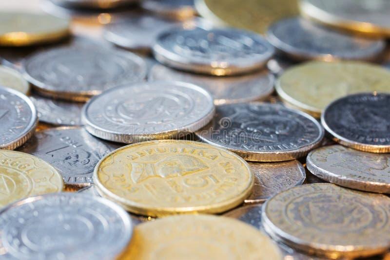 aff?ren coins den olika v?rlden f?r landsvalutor close upp Slapp fokus Selektivt fokusera arkivbild
