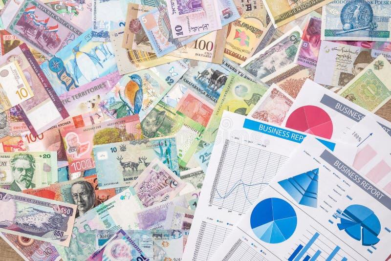Aff?rsdiagram eller graoh med v?rldspengar bakgrundsbegreppet bantar guld- ?ggfinans royaltyfri bild