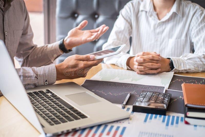 Aff?rslag p? m?te till att planera investeringhandelprojektet och strategi av avtalet p? en b?rs med partnern som ?r finansiella arkivfoton