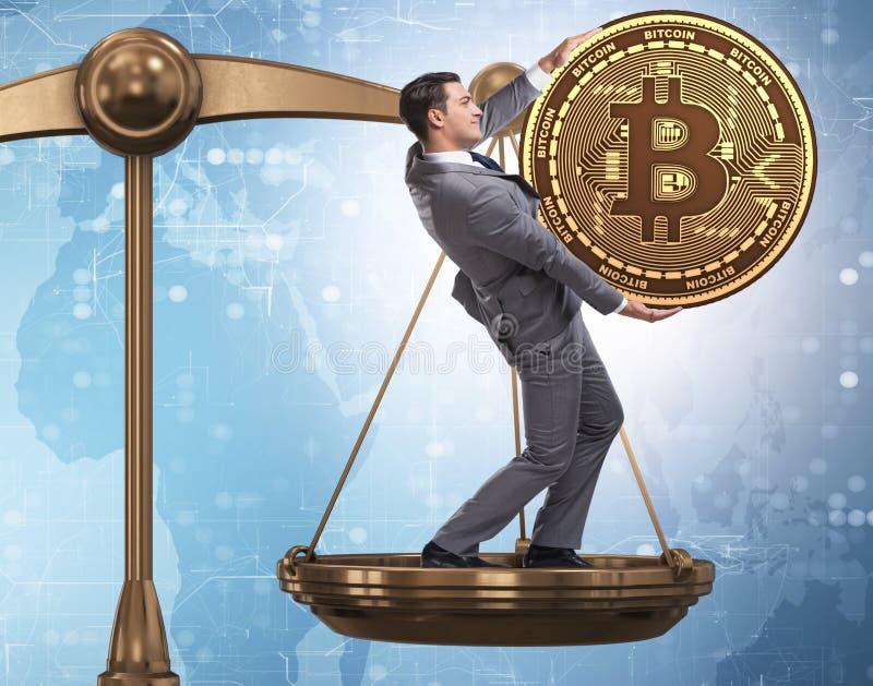 Aff?rsman p? v?g med bitcoins och andra valutor royaltyfri foto