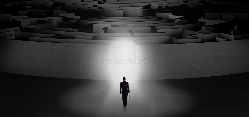 Aff?rsman som startar en koncentrisk labyrint arkivfoto